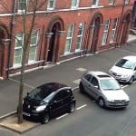 Woman struggles with parallel parking for 30 minutes