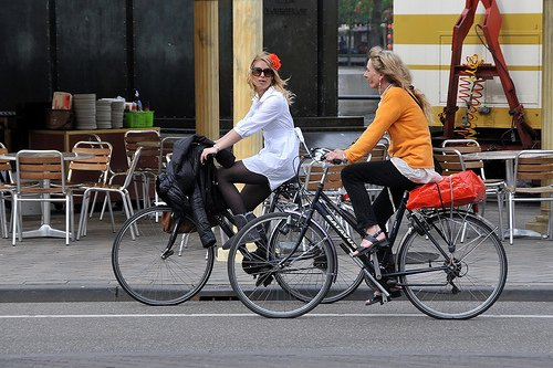 Two women on bikes in the Hague